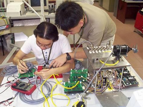 تجهیزات مورد استفاده درصنعت برق وتاسیسات کدامند؟